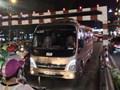 Tước giấy phép lái xe 2 tháng đối với tài xế 29 chỗ mắc kẹt trên cầu vượt Thái Hà