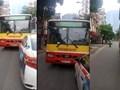 Xôn xao clip xe buýt lấn làn, đòi taxi nhường đường trên phố Hà Nội