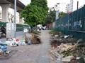 Đường Trường Chinh: Đường chưa mở xong, rác đã ngập lối đi