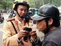 Mùng 3 Tết, người đàn ông vi phạm nồng độ cồn đòi 'biếu' CSGT xe máy