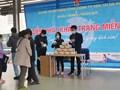 Hà Nội: Phát khẩu trang cho hành khách đi xe buýt