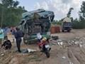 Quảng Ngãi: Xe tải nát đầu sau va chạm với xe khách