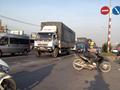 Tai nạn giao thông mới nhất hôm nay 17/7: Băng qua đường, người đàn ông bị xe container cán chết