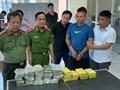 Đi ô tô chở vali chứa 54 bánh heroin, 2 thanh niên bị bắt ở Hưng Yên