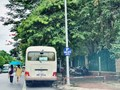 [Điểm nóng giao thông] Bãi xe đẩy người đi bộ xuống lòng đường