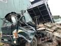 Tai nạn giao thông mới nhất hôm nay 27/9: Tường bê tông đổ trúng đầu xe, tài xế chết thảm trong ca bin