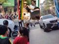 Hà Nội: Nghi vấn tài xế ô tô say rượu kéo lê xe SH trên đường