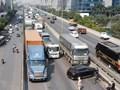 Hà Nội: Mercedes va chạm với xe tải, đường trên cao ùn tắc