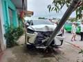 Nghệ An: 2 tài xế xe máy nguy kịch sau khi va chạm liên hoàn với xe Lexus