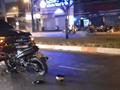 [Clip] Xe máy đâm trực diện ô tô, người đàn ông tử vong mắc vào cửa xe tải