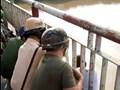 CSGT lại vừa cứu 1 người định nhảy cầu Chương Dương tự tử