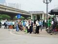 Hà Nội: Người dân lỉnh kỉnh đồ đạc trở lại TP sau kỳ nghỉ lễ