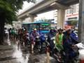 [Ảnh] Hà Nội: Lại điệp khúc tắc đường ngày mưa