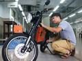 Chàng thạc sĩ chế tạo xe điện công suất ngang xe máy
