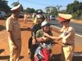 CSGT Đắk Nông dừng xe nghìn người, không phải xử phạt mà tặng quà Tết