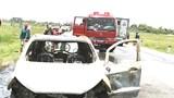Ô tô cháy trơ khung trên đường tránh quốc lộ 1