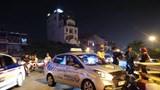 Hà Nội: Taxi đâm vỡ thành cầu Chương Dương