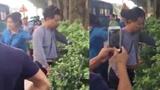 """Hà Nội: Dân trút """"mưa đòn"""" xuống kẻ nghi sàm sỡ phụ nữ trên xe buýt"""