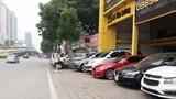 Tuyến Tố Hữu - Lê Văn Lương: Hàng loạt cửa hàng ô tô lấn chiếm lòng đường, vỉa hè