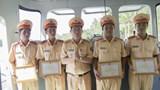 Khen thưởng 4 CSGT cứu sống nam thanh niên nhảy cầu tự vẫn