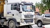 Hà Nội: Ô tô cán chết người đi xe máy, giao thông ùn tắc trong mưa
