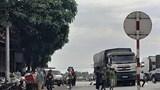 Xe tải cuốn xe máy vào gầm khiến 2 mẹ con tử vong