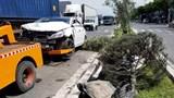 Ô tô 4 chỗ liên tiếp bị 2 xe tải 2 lần húc văng