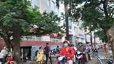 Vỉa hè Hoàng Quốc Việt biến thành lòng đường