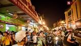 """Hà Nội: Người dân dừng đỗ xe """"giải nhiệt"""" gây ùn tắc giao thông."""