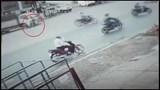 Vượt đèn đỏ, người đàn ông đi xe máy gây tai nạn khiến 4 người thương vong