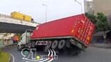 Hải Phòng: Vào cua tốc độ cao, xe container lật nhào tại ngã ba Đình Vũ