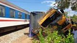 Tàu hỏa tông bay xe tải, tài xế tử vong ở Quảng Nam