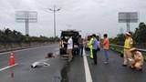 Nam thanh niên đi bộ trên cao tốc bị xe khách tông tử vong