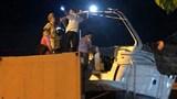 """""""Giải cứu"""" xe container mắc kẹt, phụ xe đụng gầm cầu thiệt mạng"""