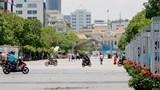 """Xe máy """"tiện đâu rẽ đó"""" trên phố đi bộ Nguyễn Huệ"""