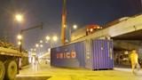Thùng container rụng xuống đường, nhiều người may mắn thoát nạn