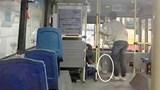 """Khi hành khách """"giám sát"""" lái, phụ xe buýt"""