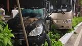 Quảng Ninh: Xe du lịch chở 30 hành khách Trung Quốc gặp nạn