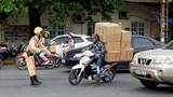 Hà Nội: Vận chuyển hành khách, hàng hóa bằng xe 2 bánh phải mang biển hiệu?