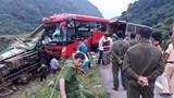 Tạm giữ tài xế xe khách tông xe tải từ phía sau khiến 16 người thương vong ở Hòa Bình