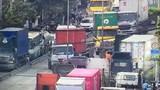 Xe container húc ô tô 4 chỗ, khu vực cảng Cát Lái tê liệt