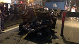 Ô tô con bị xe tải tông bẹp dúm, cả gia đình may mắn thoát chết