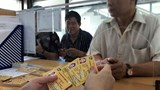 Hàng ngàn người dân Thủ đô tấp nập làm thẻ xe buýt miễn phí