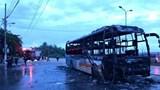 Quảng Ngãi: Xe khách giường nằm bị lửa thiêu rụi