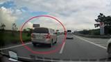 Tài xế suýt gặp họa vì ôtô đi lùi trên cao tốc Hà Nội - Bắc Giang