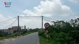 Hà Nội: Tự ý đặt barie chắn ngang tuyến đường đê liên huyện để thu phí