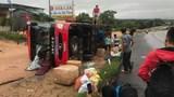 Xe khách lật giữa đường Hồ Chí Minh, 3 người bị thương