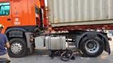 Hải Phòng: Người đàn ông đi xe đạp chết thảm dưới gầm xe container