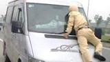 Khởi tố lái xe dương tính với ma tuý chống người thi hành công vụ