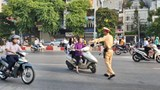 Hà Nội: CSGT ra quân xử phạt vi phạm không đội MBH trên đường tới trường